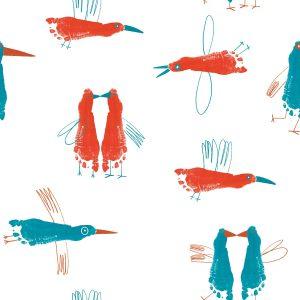 Katia French Terry stof met een verfspoor van kindervoeten met fantasie omgetoverd in vliegende diersoorten in opvallende kleuren.
